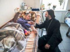 Может ли православный окрестить другого человека?
