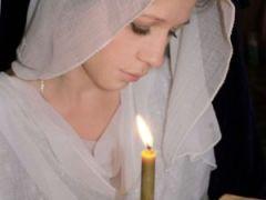 Почему женщины в храме в платке и юбке