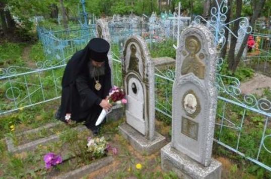 кладбища в Пасху